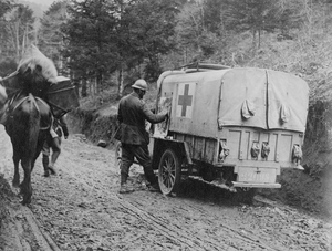 Artist and American Field Service ambulance driver Waldo Peirce sketching on the side of his ambulance during World War I. Courtesy of the Archives of the American Field Service and AFS Intercultural Programs.